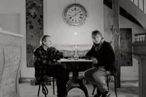 Jean-Louis Aubert : son clip « Isolement » avec Michel Houellebecq