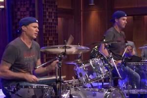Will Ferrell vs Chad Smith : une battle de batterie chez Jimmy Fallon