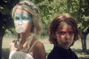Julien Doré et Micky Green : retour en enfance avec le clip « Chou Wasabi »