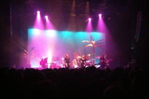 Brigitte en concert : paillettes, disco et flamants roses