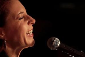Robin McKelle – « It's Over This Time » en session acoustique