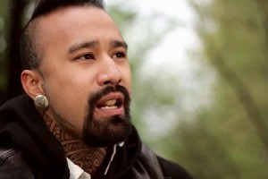 Nahko – « Warrior People » en session acoustique