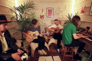 Simian Ghost – « Youth Against Fascism » en session acoustique