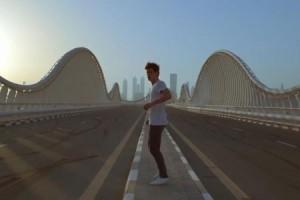 AaRON nous fait voyager à Doubaï dans son clip « Onassis »