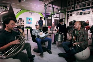 Bernard Adamus – « Hola les lolos » en session acoustique