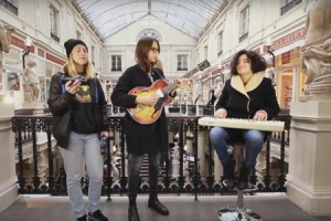 Juniore – « A la plage » en session acoustique